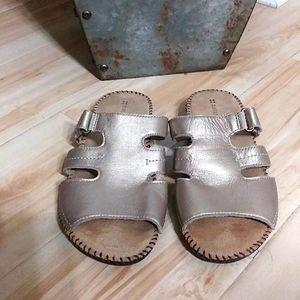 Slip on sandals ( like new)